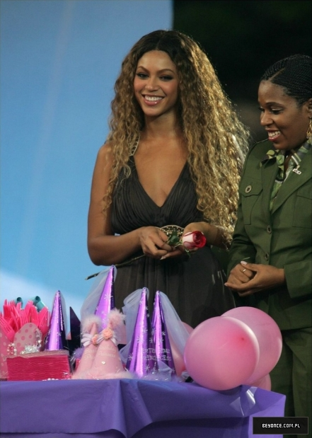 Ellen degeneres show new york city 28 08 2006ellen 3 beyonce photo gallery - Ellen show new york ...